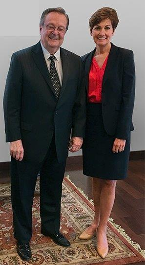 Iowa Governor Kim Reynolds (r) visited Tri Global Energy Chairman and CEO, John Billingsley (l).